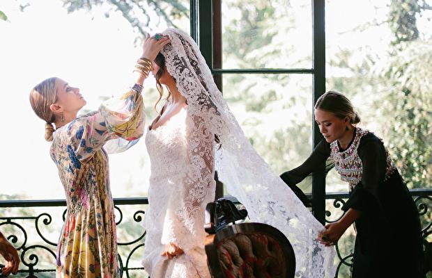 Mary-kate ve Ashley Olsen'ın ilk gelinlik tasarımı