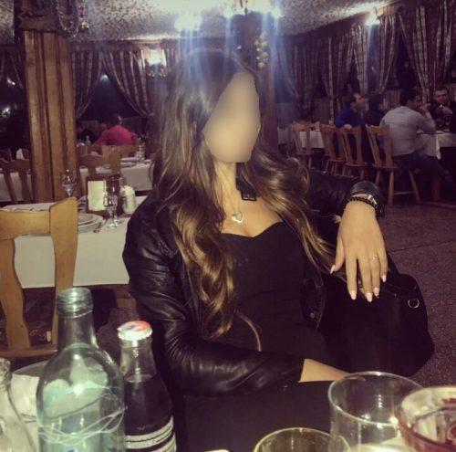 Seksi sakso çeken bayan Andaç